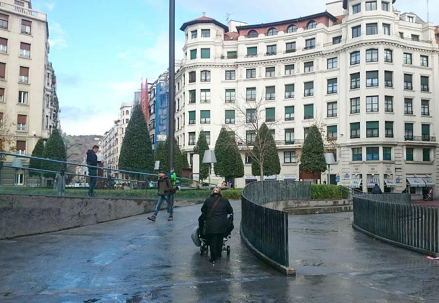 Clinica de fisioterapia y osteopatía frente a la Alhondiga de Bilbao
