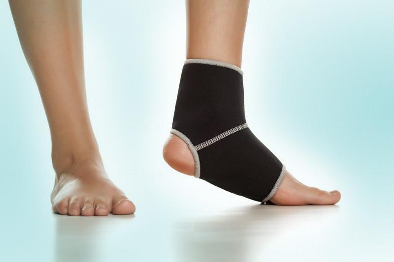 ¿Es mejor usar o no usar tobillera después de un esguince de tobillo?